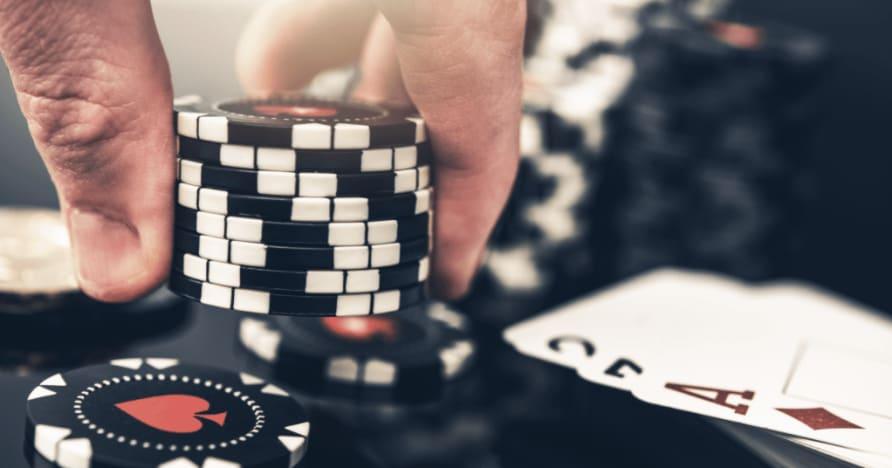 As 5 maiores diferenças entre pôquer e blackjack